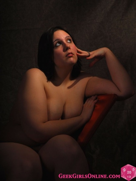 Geek Girl BBW CNyle adds a little glamour to our lives