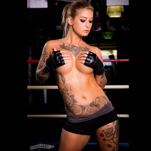 Ronda arouse me ufc lesbian facesitting - 4 5